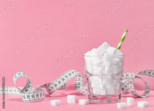 Glass sugar cubes measuring tape Weight control diet © LiliGraphie
