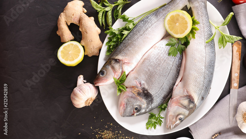 raw fish and lemon - 212042859