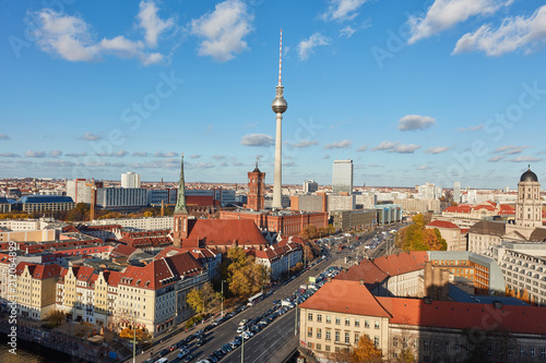Fernsehturm in Berlin City mit Skyline - 212054899