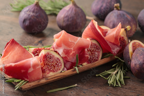 Prosciutto with figs and rosemary. - 212063010