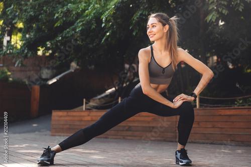 Leinwanddruck Bild Portrait of a cheerful young fitness girl