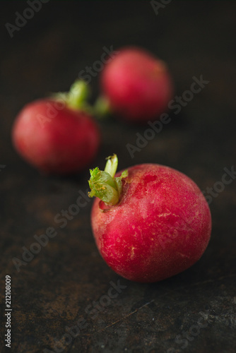 Foto Murales Radish with rustic background