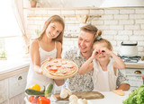 dad with daughters preparing pizza - 212225479