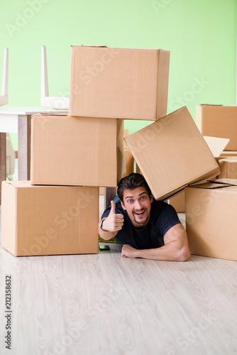 Leinwanddruck Bild Man moving house with boxes