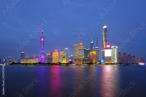 Plexiglas Shanghai Shanghai city skyline Pudong side looking through Huangpu river on twilight time. Shanghai, Chima. Beutiful vibrant panoramic image.