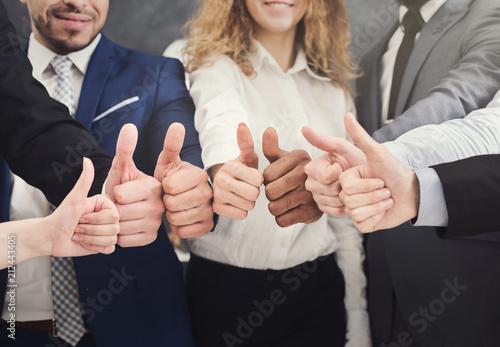 Leinwanddruck Bild Business people holding many thumbs up