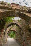 Arche et porche du château - 212444228