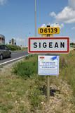 Panneau entrée de ville : Sigean, Aude, Languedoc, Occitanie. - 212454882