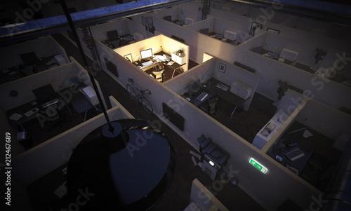 Großraumbüro bei Nacht während ein Angestellter arbeit