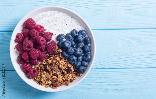 Chia yogurt with granola