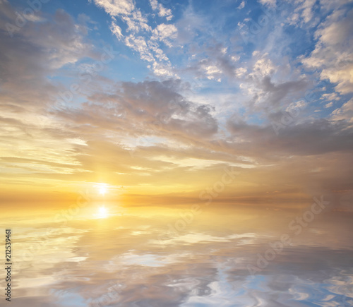 Aluminium Zwavel geel Sky background and water reflection