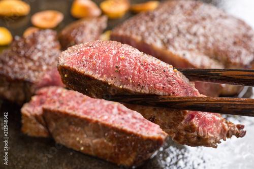 Aluminium Steakhouse 焼き上がったステーキ肉