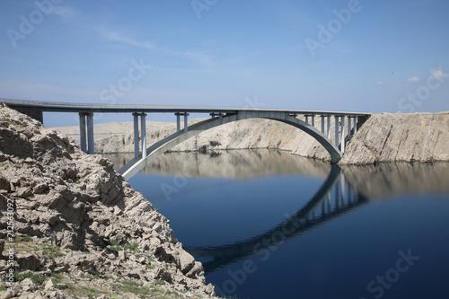 Brücke vom Festland zur Insel Pag, Kroatien, Europa - 212563092