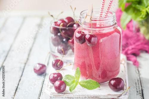 Fotobehang Kersen Healthy cherry smoothie