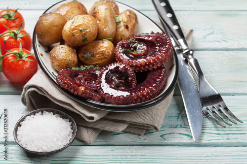 Wall mural Grilled octopus with small potatoes