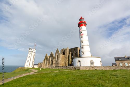 Fotobehang Vuurtoren Lighthouse and ruin of monastery, Pointe de Saint Mathieu, Brittany (Bretagne), France