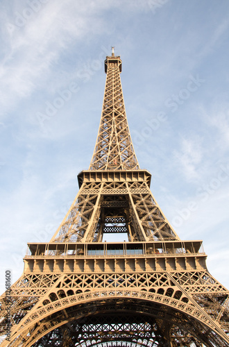 Eiffel tower Paris - 212681600