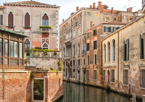 Residential neighborhood on back canal, Venice - 212685052