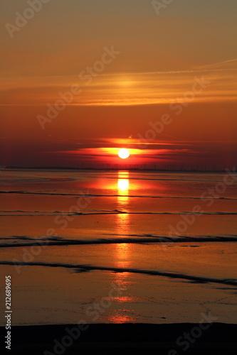 Fotobehang Noordzee Sonnenuntergang am Dollard Nordsee