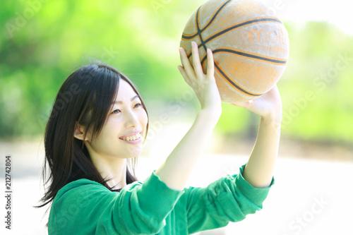 Fotobehang Basketbal バスケットボールをする女性