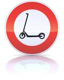 Panneau d'interdiction de trottinettes (reflet)