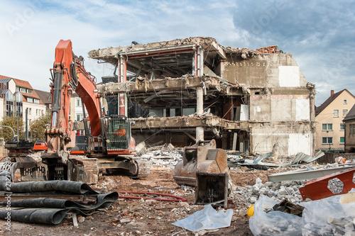 Abriss eines ehemaligen Geschäftsgebäudes