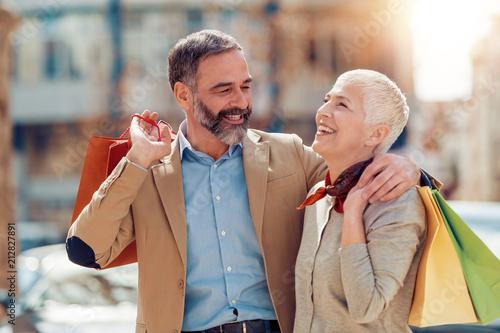 Leinwanddruck Bild Mature couple in shopping