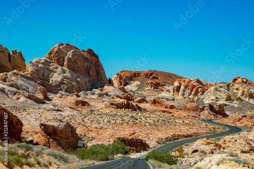 Canvas Blauw winding roads in the valley of fire national park