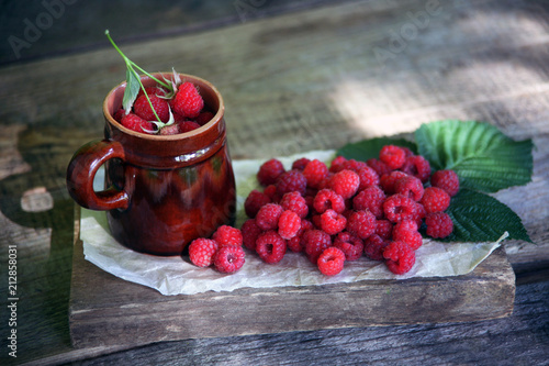 Foto Murales raspberry on the Board with a mug