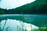 静寂の朝・深山の沼に霞 - 212893812