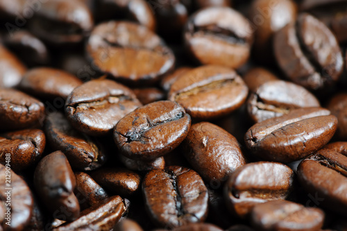 Poster roasted coffee beans macro background