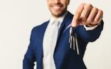 Businessman holding house keys - 212913277