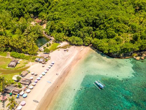 Fotobehang Tropical strand Small Beach on a Tropical Island. Aerial View