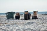 Mülltonnen am Strand