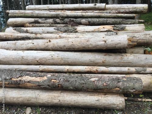 Holzstapel - 212940440