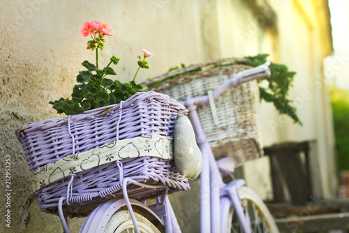 Aluminium Fiets Vintage bicycle with wicker baskets as a decoration next to wall