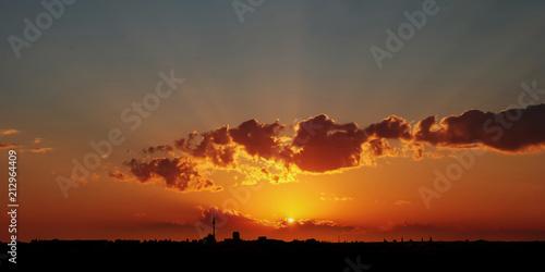 Leinwanddruck Bild Dramatischer Sonnenuntergang über Berlin City