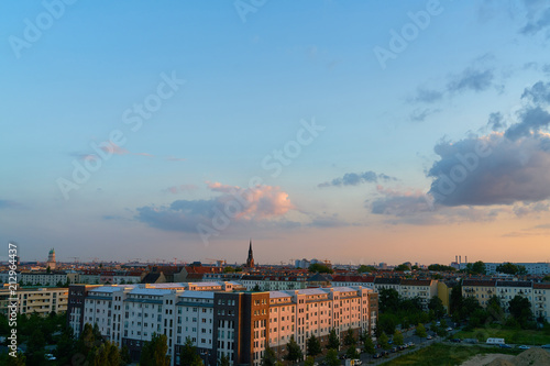 Poster Berlin City Skyline mit Pfingskirche abends