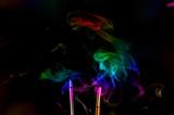 Varillas de sahumerio y humo de colores - 212976054