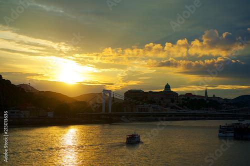 Fotobehang Boedapest Budapest at sunset