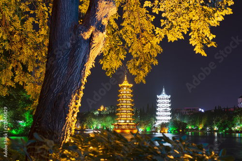 Fotobehang Guilin Sun and Moon Pagodas