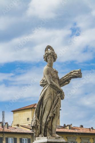 Foto Murales Statua della Estate at Ponte Santa Trinita in Florence
