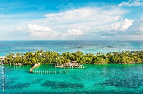 Fotobehang Tropical strand Turquoise sea water cloudy blue sky Nature landscape Caribbean sea