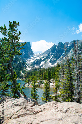 Fotobehang Blauw Early summer landscape with lake and snow covered mountains. Dream Lake, Rocky Mountains National Park, Colorado, USA.