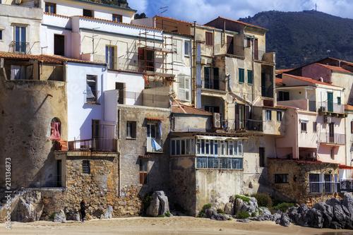 Foto Murales sizilianischer Küstenort Cefalù in Südeuropa in Italien im Frühjahr