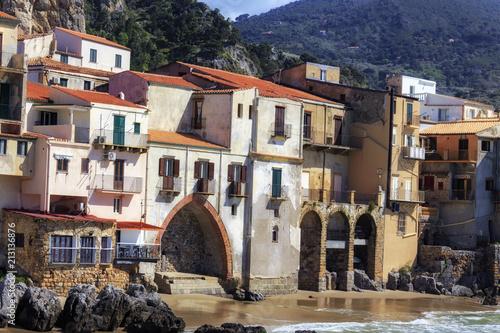 Sticker sizilianischer Küstenort Cefalù in Südeuropa in Italien im Frühjahr