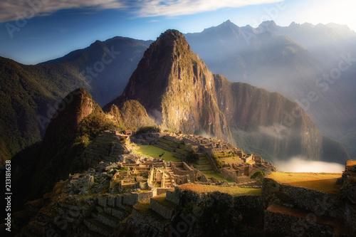 Fotobehang Zwart Machu Pichu Sunrise