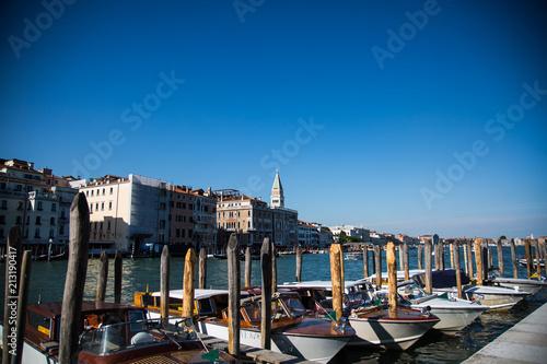 Venedig im Sommer, Gondeln - 213190417