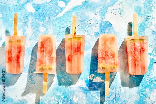 Rząd domowej roboty marznący lukrowy melonowy popsicles