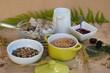 Leckeres, gesundes Frühstück, mit Cerealien, Körnern und frischer Milch